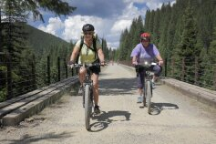 Two cyclist along path during Idaho Greenways Bike Tour